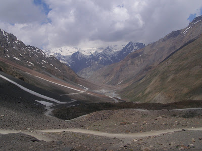 Road and landscape nearing Baralacha La
