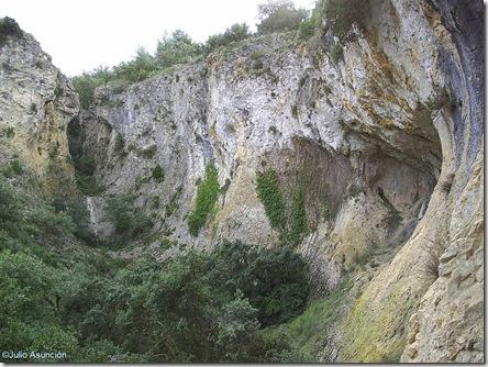 Barranco donde se encuentra la Cova foradá