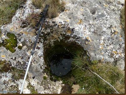 Agujero cavado en la roca donde se insertaban los postes de sustentacion de los techados de las casas