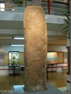 02 Estatua - Menhir de Villar del Ala - Museo Numantino