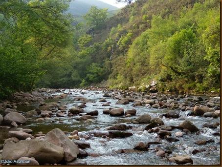 Rio Baztan - ruta cueva Harpeko saindua