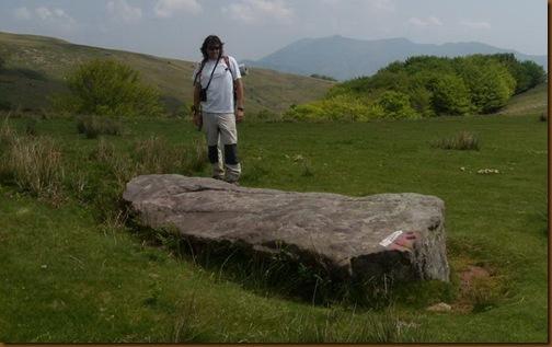 Menhir de Artzamendi - ruta Harpeko saindua