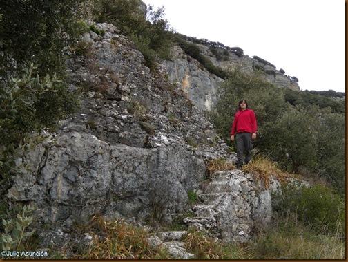 Escaleras y altar del Santuario de San Quiriaco - Echauri
