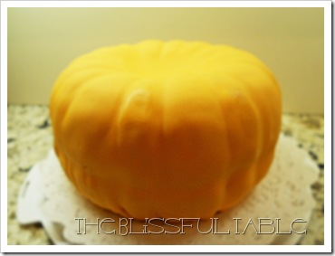 pumpkin spice cake with fondant 018a