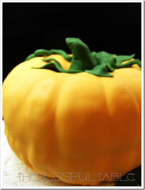 pumpkin spice cake with fondant 028a