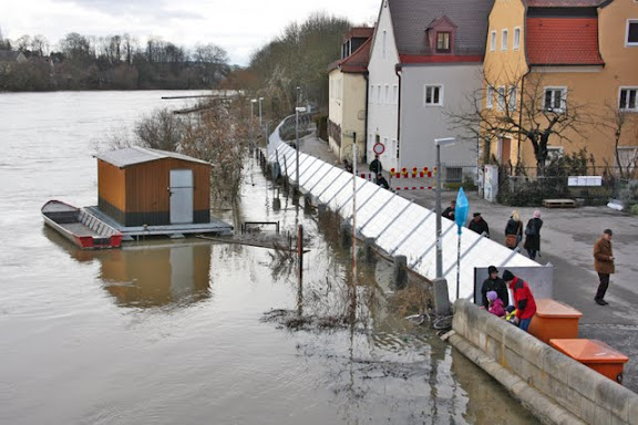 http://lh5.ggpht.com/_uzLsIJX7LLU/TTH7c-tcEZI/AAAAAAAACtU/CDOnJYlhJgc/s576/regensburg-hochwasser-15012011IMG_1602.jpg