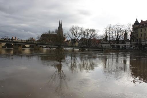 http://lh5.ggpht.com/_uzLsIJX7LLU/TTH8zyNIweI/AAAAAAAACzQ/vth7wS2MTPs/s512/regensburg-hochwasser-15012011IMG_1817.JPG