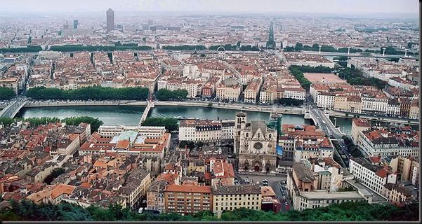 800px-Lyon_vue_depuis_fourviere