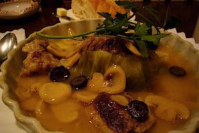 カサ・デ・フジモリの牛肉と春キャベツのシチュー