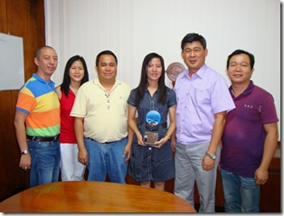 Angeli Joyce Yap Dy holding her trophy (center) with the Chief, Dr. RV Pakingking Jr, parents (left), and research adviser Mr. Ronilo Aponte (right)