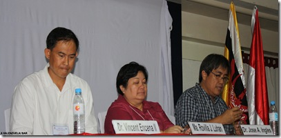 (L-R) AQD presentors Mr. Vincent Encena II and Ms. Ma. Rovilla Luhan with Dr. Jose Ingles of World Wildlife Fund