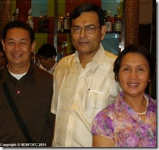 The workshop organizers Dr. Relicardo Coloso and Dr. Mae Catacutan (of AQD) flanking Dr. Mohammad Hassan of FAO-FIRA