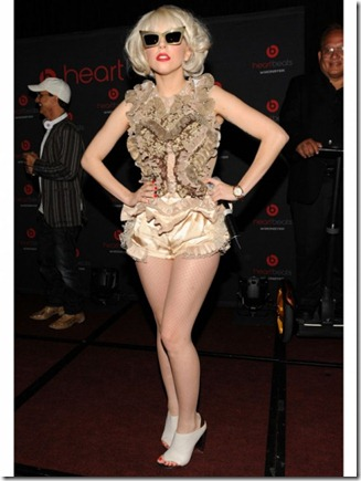 lady-gaga-outfits-ruffles