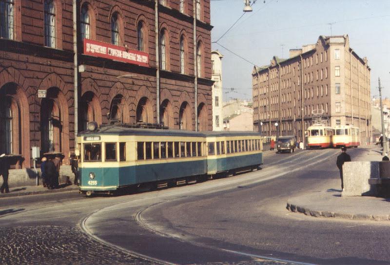 Коллекция фотографий трамваев разных лет.