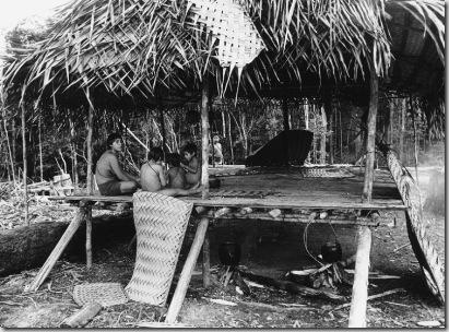 Índios Matis. Terra Indígena Vale do Javari. Amazonas, 1988.