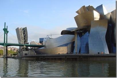 Guggenheim Museum Bilbao. Icona del terzo millenio, è una delle architetture più celebri del mondo