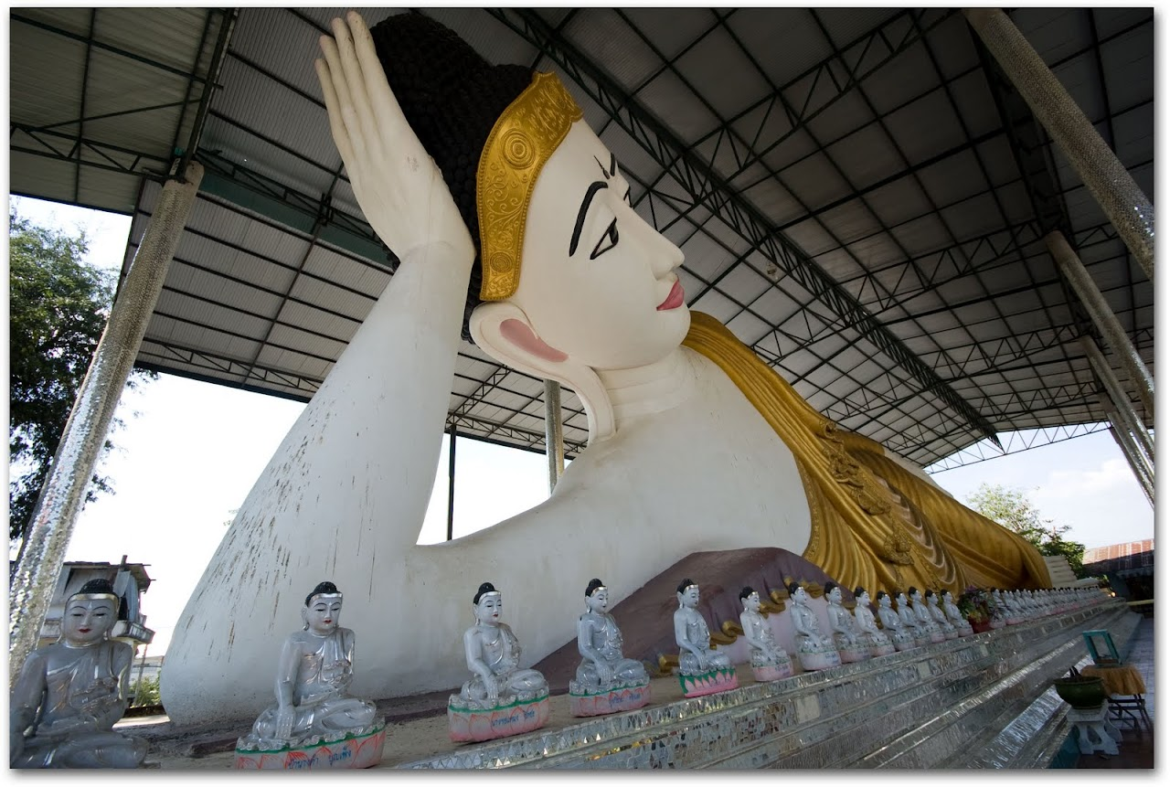 Reclining Buddha at Mae Sot