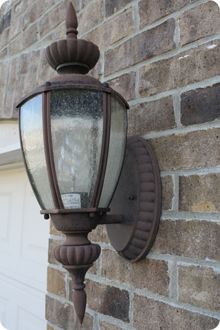 Spray painting outdoor lights it works from Thrifty Decor Chick