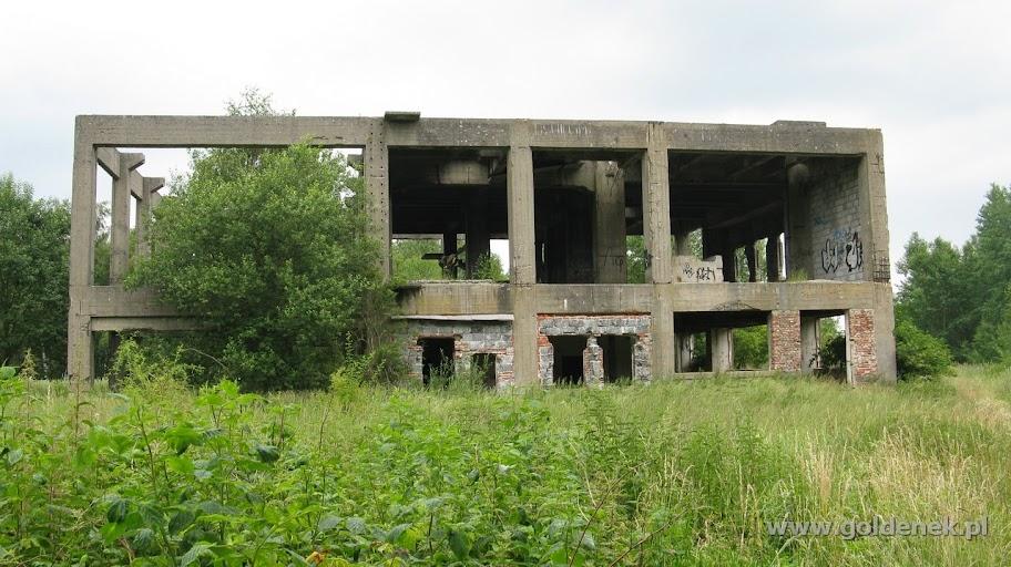 Opuszczona fabryka w Policach