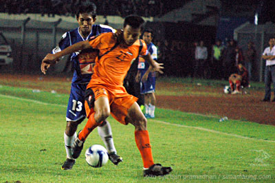 Budi Sudarsono Persib vs Persisam 2009/2010