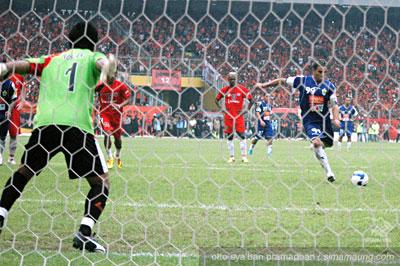 Penalti Gonzalez Persib vs Persija 2009/2010