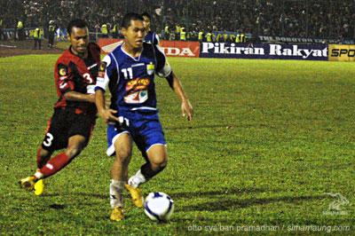 Satoshi Otomo Persib vs Persipura 2009/2010