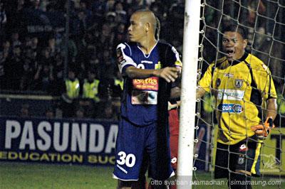 Nova Arianto Persib vs Persipura 2009/2010