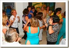 Meninas de Vale de Porco a dançar o vira em São Paulo Brasil
