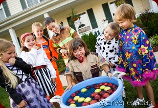 brincadeira-da-maca-halloween-crianca