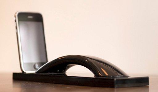 家や仕事場でiPhone置き場になるレトロスタイル通話器(Moshi Moshi MMo3i) + monogocoro