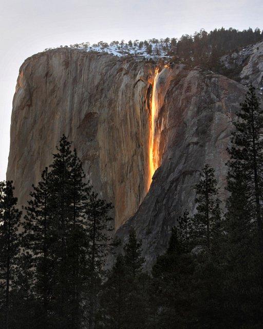 光る滝(Horsetail Firefall) + monogocoro