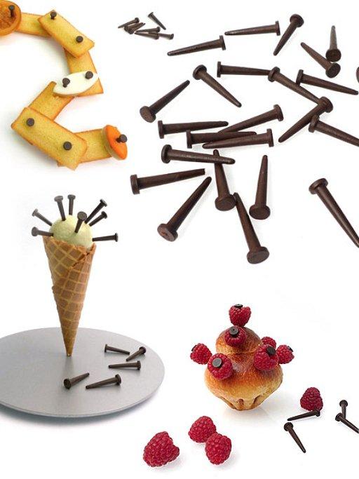 お菓子を繋ぐチョコレートのクギ(Los clavos de chocolate)