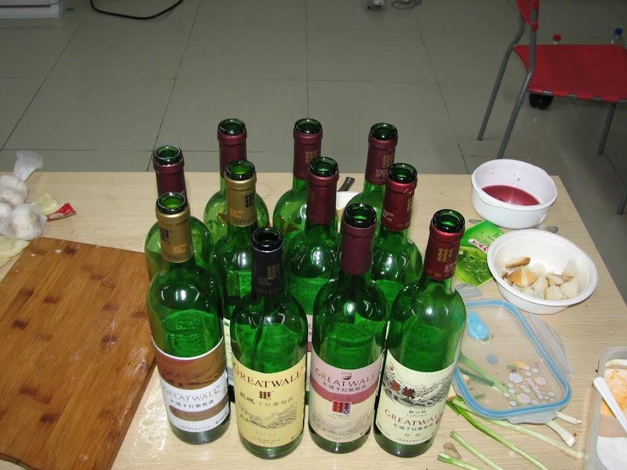 Les bouteilles vides.