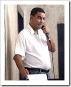 Vidal discursando em defesa do funcionário