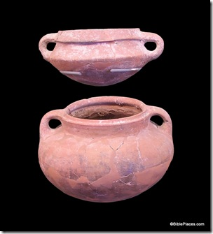 Cooking pots from Iron Age, tb061804661 bl