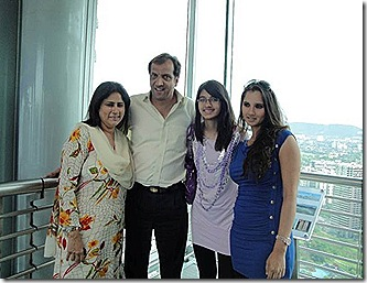 sania-miraza-with-her-family