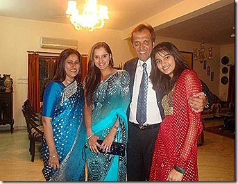 sania-happy-with-her-family