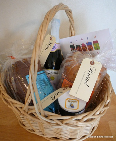 [Its a Wonderful  Life Housewarming gift basket[8].jpg]