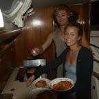 Erstes Kochen unserer Mitsegler Maren und Bene