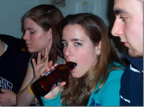 Garotas bebendo cerveja de forma estranha (20)