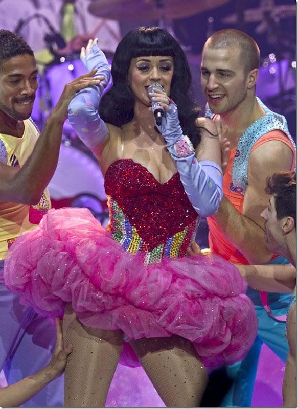 Katy Perry com um vestido sexy (5)