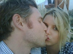 Jessica Simpson Kissing Eric Johnson Picture on Twitter