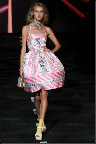 BETSEY-JOHNSON-SPRING-RTW-2011-PODIUM-027_runway