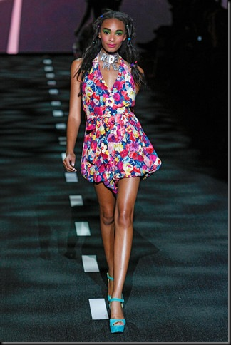 BETSEY-JOHNSON-SPRING-RTW-2011-PODIUM-026_runway