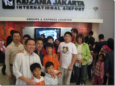 2008-11-2  Jakarta hosts and kids 011