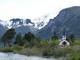 Eglise au pied du volcan Lanin (caché)