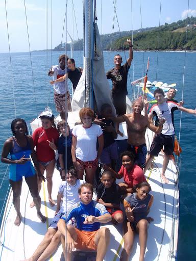 Débat sur le bateau, l'occasion d'un partage joyeux.