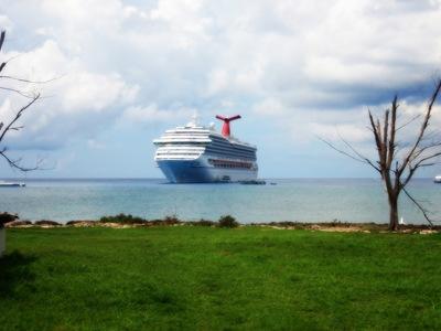 Cayman e a minha cidade flutuante. Uma das melhores fotos que já tirei. Vale a pena clicar para ver no tamanho original!