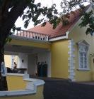 A entrada da Urgência do Mobay Hope, em Montego Bay. Um bocadinho diferente do Curry e do HFF!