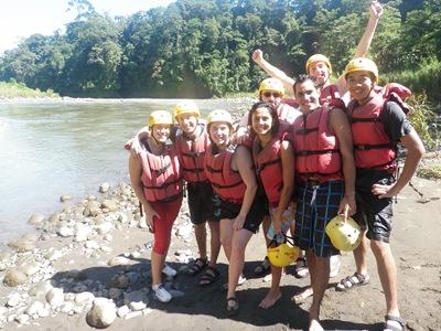 Foto de grupo durante uma pausa numa zona mais calma do rio